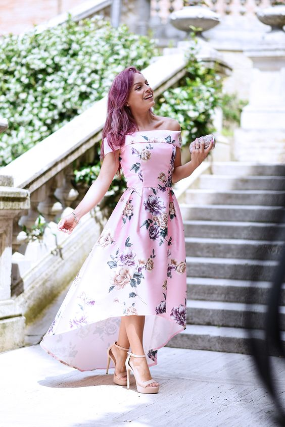 Un abito da cerimonia a fiori, un paio di sandali alti e bracciali tennis Gioielli di Valenza al mio polso: ecco il mio look per un matrimonio di giorno!