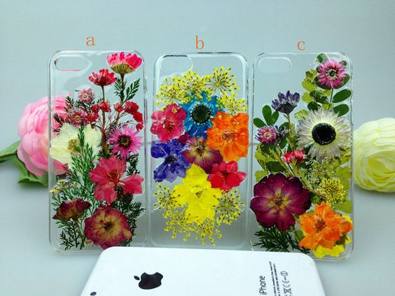 Pressed flowers iPhone cases, such a great idea!