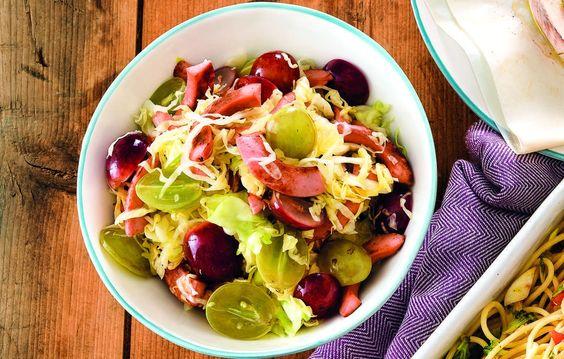 Insalata di uva, cavolo e wurstel