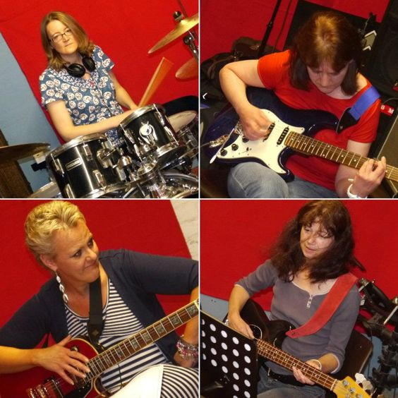 After 3 months of solitary confinement we made our first practice session - looking good :)