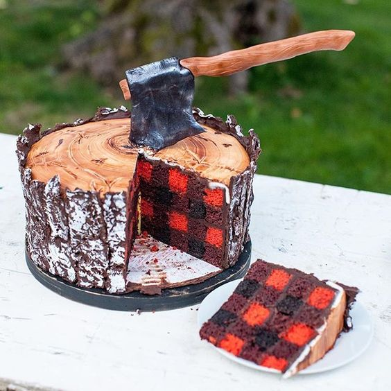 This definitely wins Most Exciting Cake to Cut Into! 🌲⛏Check out the Lumberjack themed dessert table on the blog today! (Link in profile)