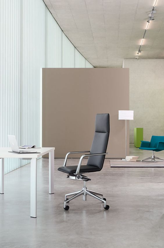The slender, comfortable swivel chair Brunner finasoft 3734A on a state table: http://www.brunner-group.com/en/products/products-alphabetically/finasoft.html?sword_list[]=finasoftno_cache=1