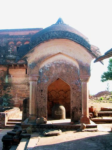 Kalinjar- lingam shrine.jpg  Temple Quality Tantric Shiva Lingams - Jewel of...