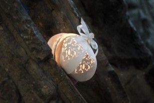 Dicentra blanc lanterne assis sur la cheminée     (inspiration)