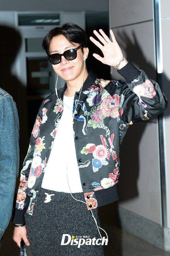 Bts Bbma Airport Fashion Landed In Las Vegas Kpop Bts Jhope Airport Bbma Vegas Las Idol Outfits Kpop Korean Boy Bi Fashion Fashion Land Fashion Outfits
