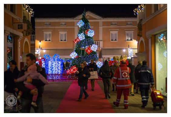 Lightened tree @Palmanova Outlet