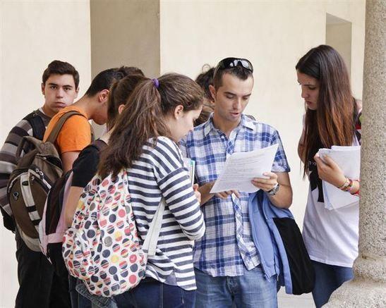 La tasa de paro de los españoles con estudios superiores triplica la media de la OCDE