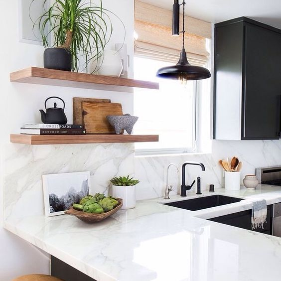 Bom dia quarta linda!! Cozinha mais neutra em tons de preto e branco com toques de madeira  www.diycore.com.br #arquitetura #cozinha #kitchen #neutro #amor #arte #blog #cor #casa #DIY #dica #decor #design #decoração #decoration #home #homedecor #homedesign #ideia #interior #instacasa #instagood #instahome #instalove #instadecor