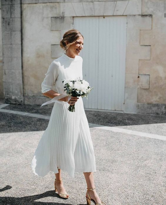 28 Casual Wedding Dresses And Outfits That Inspire Happywedd Com Midi Wedding Dress Summer Wedding Dress Beach Casual Wedding Dress