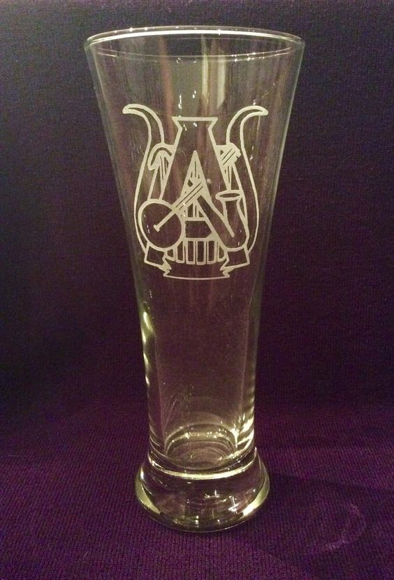 Mummers Philadelphia String Band Etched Pint Glasses - Club Designs, Old School Mummer, Its Mum Time by ItsWineTimeDesigns on Etsy https://www.etsy.com/listing/257187791/mummers-philadelphia-string-band-etched
