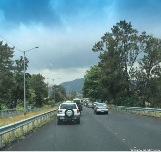 Reportan congestionamiento vial para entrar y salir de Cartago