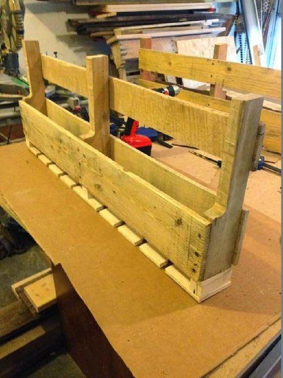 Muebles de palets construye un botellero hecho con palets - Botelleros de obra ...