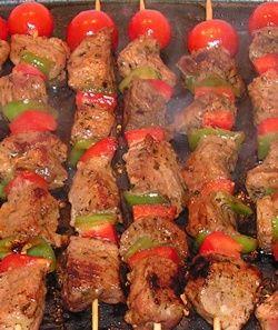 La #receta de Brochetas de verduras y carne