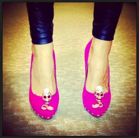 Zapatos fucsia con calavera hermosos