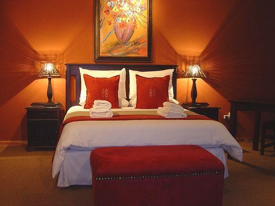 Chambre décorée avec de la peinture orange