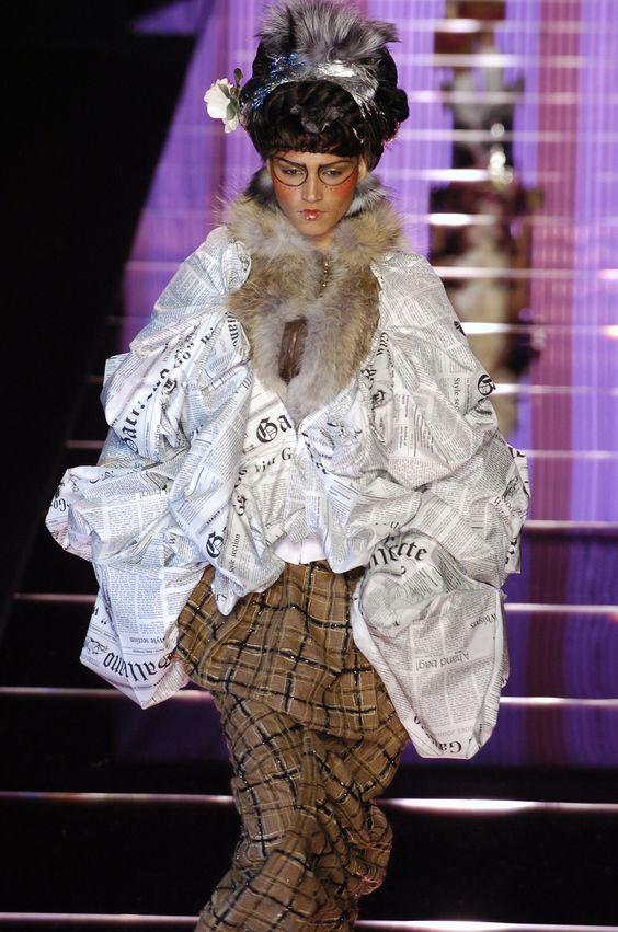 146 photos of John Galliano at Paris Fashion Week Fall 2004.
