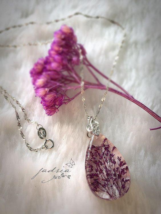 Erba di spray viola collana in resina argento 925 di JadziaJewelry