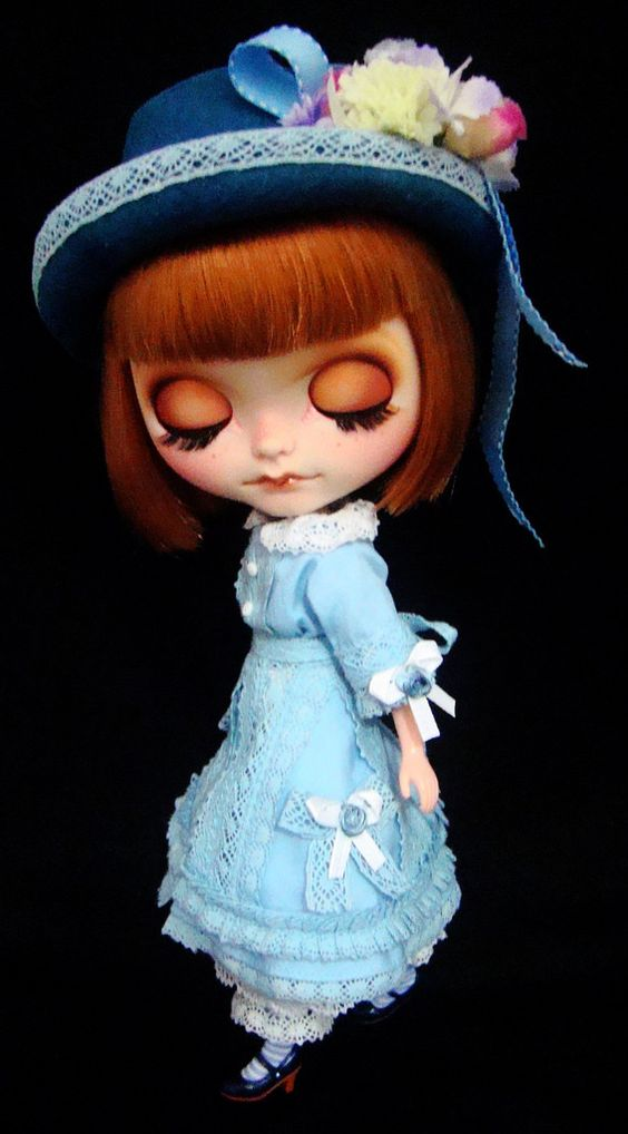 OOAK CUSTOM BLYTHE DOLL GIRL IN OLD LACE DRESS Custom by R. Szani Outfit by Wivi Szani ( Wilma Garcia) Owner: @olinthom