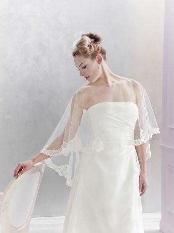 robe de marie morelle mariage lille vente en ligne poncho en tulle et dentelle emmerling - Morelle Mariage