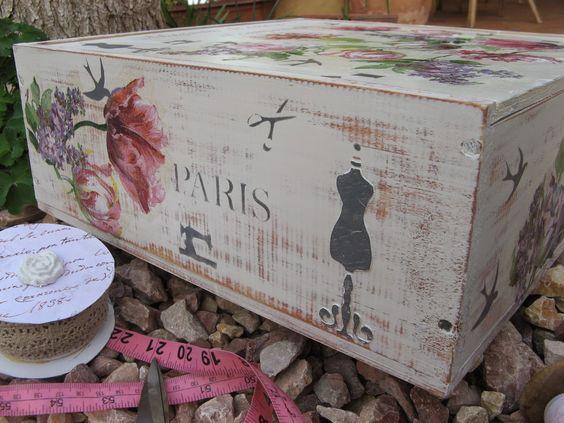 Caja con elementos simbólicos de paris