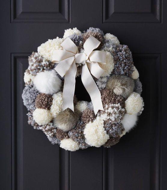 #DIY Pom Pom Fur Wreath holiday decoration