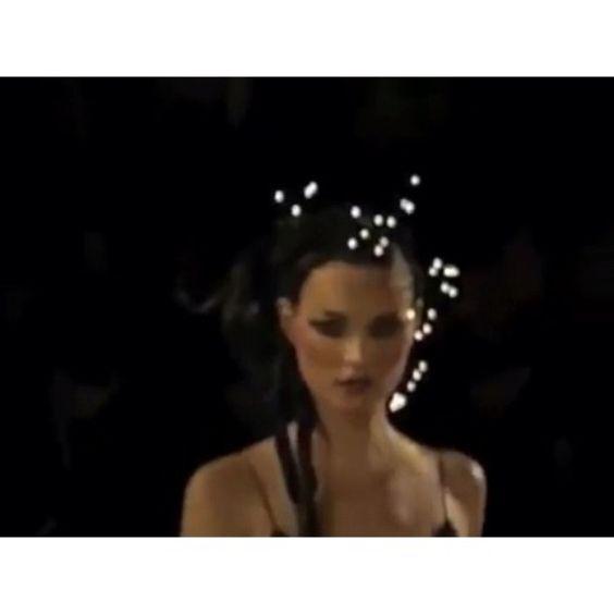 Kate Moss & Naomi Campbell #Walking for @jgalliano #SpringSummer #1997 #Circus // @theonlykate & @iamnaomicampbell #Desfilando para #JohnGalliano #PrimaveraVerano #1997 // #Moda #Model #TopModel #SuperModel #Fashion #FashionIcon #Catwalk #ABP #AllwaysBePosing #Galliano #SuperModelo