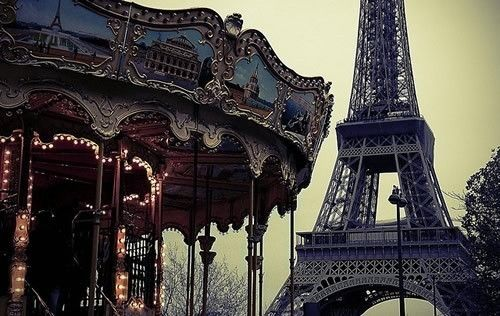 Love the carousel and of course the Tour Eiffel Onivana.com