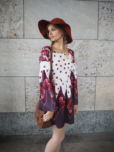 the–one:  Red Print Backless Dressvia Shein
