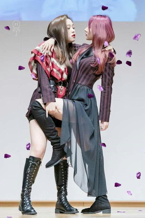 Pin By Iringo Kremeny On Dreamcatcher Dream Catcher Kpop Girls Korean Girl Groups