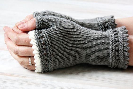 Ganz besondere Stulpen aus weicher Merinowolle - ein echter Hingucker.    Sie sind handgestrickt und schmiegen sich genau richtig an Unterarm und Hand
