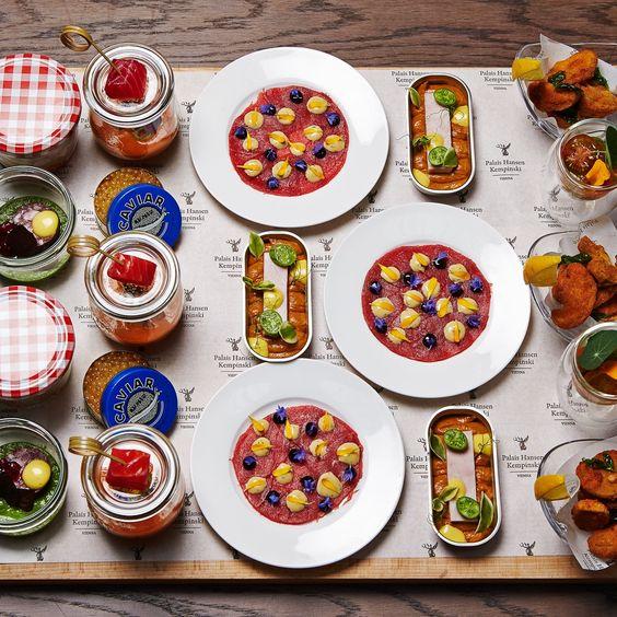 Ein gedeckter Tisch wie im Märchen: Delikate Köstlichkeiten im Restaurant DIE KÜCHE WIEN | creme wien