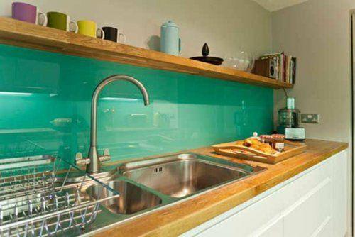 Wohnideen für Küche Glasrückwand glanzvoll farben leuchtend mintgrün