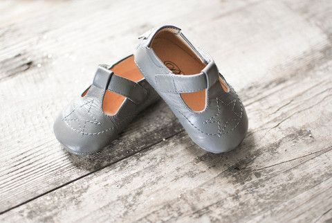 Grey Étoile Baby Shoe - via Leuie