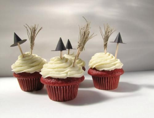 witches hats and brooms...cute halloween cuppies...