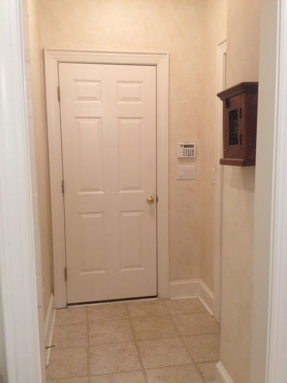 little hallway to utility room, garage, pantry