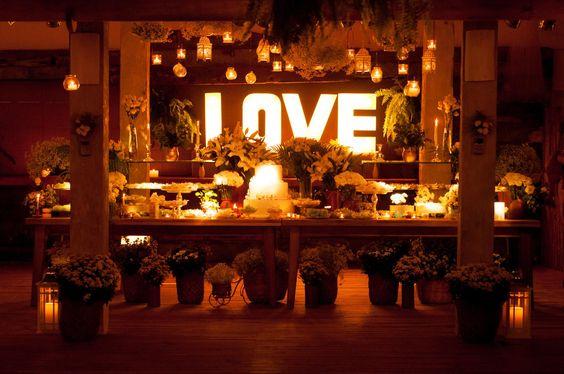 Casamento da Blogueira Shena Carolina! Realizado em Trancoso- Ba.  Café de La Musique. Instagram: @casamento_praia
