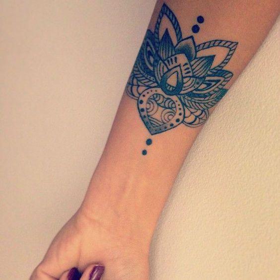 Tatuagem de Flor de Lotus | Blackwork no Braço