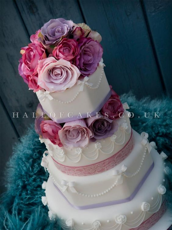 Stunning! Wedding Cake gallery, including Luxury Victorian and Vintage Cakes | Hall of Cakes