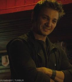 Jeremy Renner / gif - I'm pretty sure that if he looked at me like that in real life I would have a minor stroke.