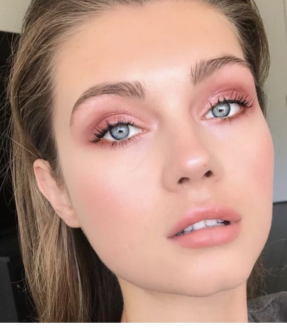 Pink look. Pink natural makeup | Blue eye makeup, Pink eye makeup, Eye  makeup