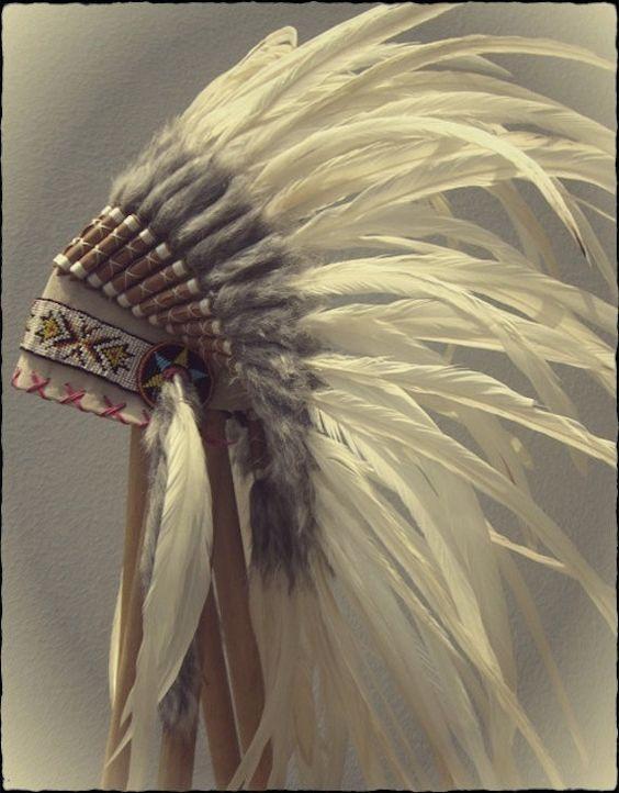 EN vente tout en plume blanche crème douce par ParadiseGypsies