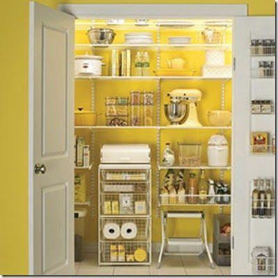 Pintar a despensa pode fazer grande diferença na sua cozinha e também na organização. Um lugar visivelmente agradável, dá muito mais vontade de se manter organizado e bonito, não é mesmo?