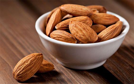 ¿Sabias que las almendras son una semilla y no un fruto seco? ¿Quieres conocer todas sus propiedades y beneficios? En articulo tienen TODA la información!