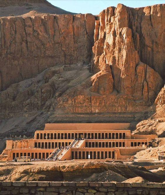 "Egypt on My Blood 💕 on Instagram: ""Mortuary temple of Hatshepsut. 🌙✨ #repost by @antiqua_archeologia 🙏 #hatshepsut #templeofhatshepsut #ancientarchitecture #temple…"""