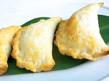 Bánh quai vạt nướng (Coconut/Mung Bean Puffs)