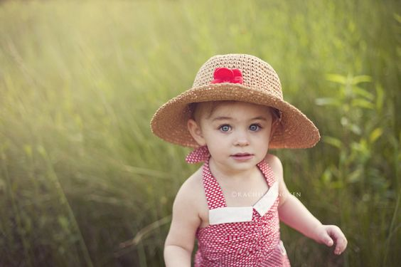 an entire blog post full of GREAT pictures for ideas of how to dress your kid for a photo session!