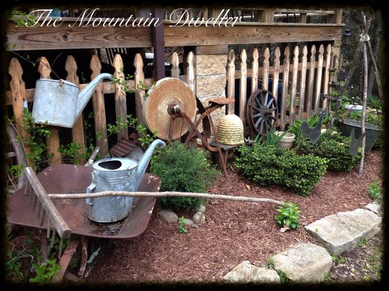 Spring Home of the Mountain Dweller Deco Esmeriles  Grinder
