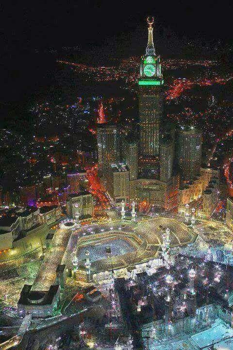 Kaaba at night.