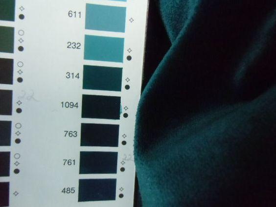 Samtstoff petrol blau grün Baumwollmischung 1A von un-mögliches aus Stoff auf DaWanda.com