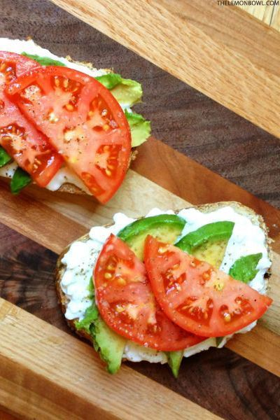 Avocado Toast with Cottage Cheese and Tomatoes | The Lemon Bowl